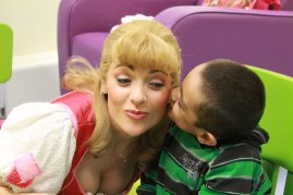Asif gives Cinders a kiss at Birmingham Childrens Hospital